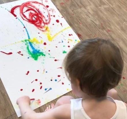 Spiksplinternieuw Peuters van kinderdagverblijf Ministek in Wilnis verven met echte UV-21